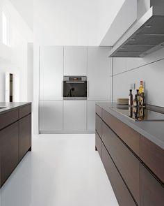Kvantumkøkken, minimalistic scandinavian white clean kitchen.