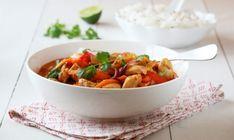 Dette er en av mine favorittretter til hverdags, en deilig curry med kylling og mange gode smaker. Serving Bowls, Recipies, Curry, Lunch, Chicken, Tableware, Ethnic Recipes, Kitchen, Food