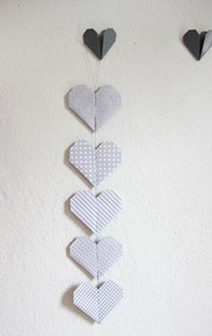 ROOMBEEZ » Origami Herz falten ✓Schritt-für-Schritt Anleitung + Bilder ✓Zum Dekorieren oder Verschenken ✓Herz Origami in 6 einfachen Schritten erklärt!