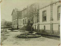 DİYARBAKIR KOLEJ BİNASI 1893'de sultan abdulhamid döneminde''RÜŞTİYE VE İDADİ'' (orta ve lise) binası olarak yapılmış