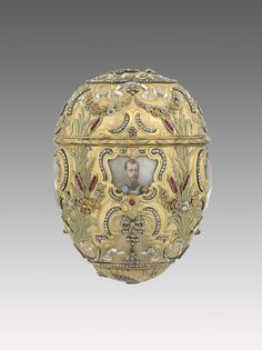 1903 Peter The Great Egg. Gift: Emperor Nicholas II to his wife, the Empress Alexandra Fedorovna for Easter. Its body of varicoloured gold is in the rococo-revival style. Owner: Bequest of Lillian Thomas Pratt, Museum of Fine Arts, Richmond, Virginia.  Height: 10.8 cm