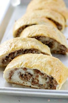 Sausage Bread - Love Bakes Good Cakes This Sausage Bread might just be the most versatile recipe in your recipe box! It's perfect as an appetizer, a weeknight dinner recipe, serve it on game day, or take it along on picnics or potlucks. Sausage Recipes, Cooking Recipes, Easy Sausage Bread Recipe, Pizza Recipes, Stuffed Bread Recipes, Aloo Recipes, Seafood Recipes, Appetizer Recipes, Gastronomia