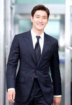 Choi Siwon of Super Junior Heechul, Leeteuk, Donghae, Choi Siwon, Super Junior, Asian Actors, Korean Actors, Chanyeol, Seoul