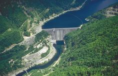 Detroit Dam on the North Santiam River near Detroit, Marion County, Oregon - At 463 feet (141 m) high, Detroit Dam is the largest dam in the Willamette River basin.