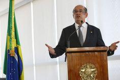 O ministro do STF (Supremo Tribunal Federal) Gilmar Mendes não poupou críticas ao seu colega, o ministro Ricardo Lewandowski, que presidiu a sessão do Senado que julgou o processo de impeachment da ex-presidente Dilma Rousseff (PT) e decidiu por fatiar a votação.