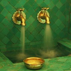 a turkish bath with green tiles and gold-colored brass taps. the color combo is quite pre-raphaelite, Color Inspiration, Emerald Green and Gold Weddings, Wedding Color Schemes World Of Color, Color Of The Year, Go Green, Green And Gold, Pretty Green, Kelly Green, Green Fruit, Green Copper, Fresh Green