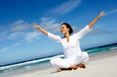 Prevention magazine has a great piece on 5 easy yoga poses to increase energy. Great info for the person looking to boost energy, but has no time to attend a class. Image from Prevention magazine - yoga energy Online Meditation, Yoga Meditation, Health And Wellness, Health Tips, Health Fitness, Health Yoga, Women's Health, Dental Health, Health Care