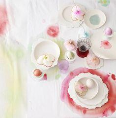 amazingly beautiful easter eggs + disware and tablecloth Via Decor8: http://decor8blog.com/2012/03/22/dreamy-dyes-dietlind-wolf/?utm_source=feedburner_medium=feed_campaign=Feed%3A+decor8blog+%28decor8%29