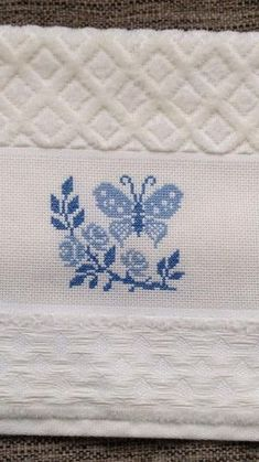 punto croce designs by Cross Stitch Cards, Cross Stitch Samples, Modern Cross-Stitch, Embr Cross Stitch Cards, Cross Stitch Borders, Cross Stitch Animals, Modern Cross Stitch, Cross Stitching, Butterfly Cross Stitch, Beaded Cross Stitch, Cross Stitch Rose, Wool Embroidery