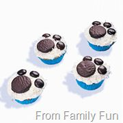 Bear paw print cupcakes using mini york peppermint patties and junior mints. Kids would like Oreos and M&ms Themed Cupcakes, Cute Cupcakes, Birthday Cupcakes, Cupcake Cookies, Birthday Parties, Bear Cupcakes, Puppy Cupcakes, Picnic Birthday, 2nd Birthday