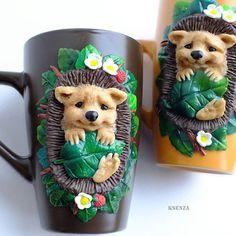 Самые популярные кружечки  Ёжиков люблю делать больше всего. И уже по моему с закрытыми глазами #полимернаяглина #пластика #фимо #кружкасдекором #кружканазаказ #кружкавподарок #ярмаркамастеров #ручнаяработа #ежик #polymerclay #fimo #mug #cup #handmade #livemaster
