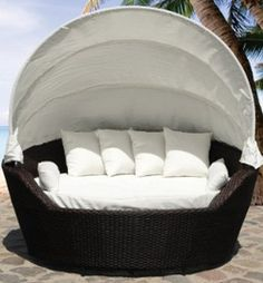 Outdoor Canopy Daybed by Beliani - Wicker Patio Furniture - SYLT