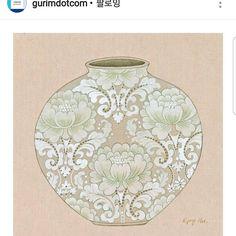 """좋아요 8개, 댓글 1개 - Instagram의 '민화'를 그리는 김경희입니다.(@kim_kyonghee)님: """"그림닷컴에서 제작품에 대한 소개글을 올려주셨네요. 감사합니다.!^^ #민화 #달항아리 #꿀단지 #그림닷컴 #vaseofhappiness  #이제 새작업좀 ㅡㅡV"""" Korean Painting, Chinese Painting, Flower Pots, Flowers, Korean Art, 3 Arts, Balinese, Love Art, Colored Pencils"""