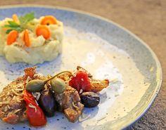 Geschmorrte Lammkeule mit Kartoffel- / Topinambur Püree Meat, Chicken, Food, Beef, Cooking Recipes, Koken, Meals, Cubs