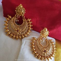 Gold plated antique plain chandbali. For inquiries please contact the seller below. Seller Name : Vasah India Instagram : https://www.instagram.com/vasahindia/ Contact : 9884279951 Website : http://www.vasahindia.com/ Related PostsGold Antique Chandbali From Manubhai Jewellers22K Gold Ruby Earrings From BhimaAntique Hook Earrings From Ms Pink PanthersGold Plated Silver Peacock EarringsGold Plated Silver Chandbali EarringsGold Plated Silver Earrings22K …