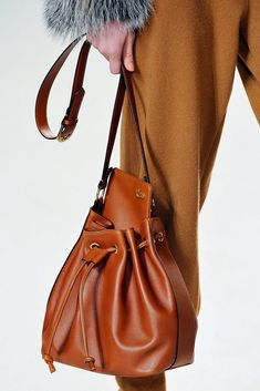 Chloé Fall 2010 Ready-to-Wear Accessories Photos - Vogue
