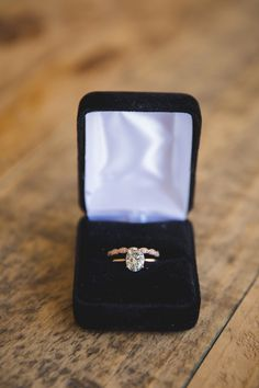 Solitaire oval-cut engagement ring