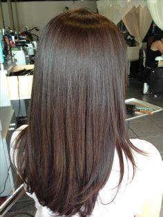 Create your demipermanent color by mixing Teinture with Instantane from Mastey. Prepare hair w use me first, apply Superpack for 1 minute and rinse well. On level 4 . 2 oz of Instantan Medium Brown Hair Color, Chocolate Brown Hair Color, Chocolate Hair, Brown Hair Colors, Level 4 Hair Color, Hair Colour, Brown Hair Levels, Ombré Hair, Wavy Hair