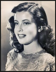 Gloria De HAVEN '40-50 (23 Juillet 1925.DeHaven was born in Los Angeles, California, the daughter of actor-director, Carter DeHaven, and actress, Flora Parker DeHaven, both former vaudeville performers.DeHaven has a star on the Hollywood Walk of Fame at 6933 Hollywood Blvd.