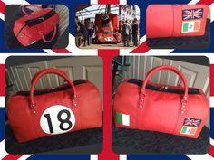 Rode sporttas met zwarte bied nr 18.
