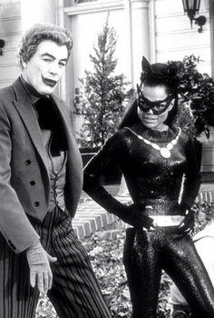 """César Romero y Eartha Kitt, en los secundarios de """"Batman"""" (1967)."""