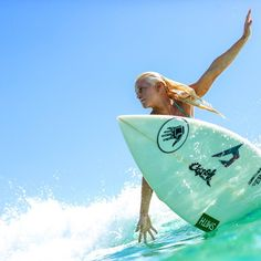 """tatianaweston-webb: """"last few days on the goldy! Let's make them hard to forget ;) women are on hold today, but men will resume at some point as well. tune in to @wsl to see what will happen! xx 