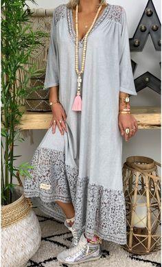 60 Fashion, Abaya Fashion, Muslim Fashion, Minimal Fashion, Fashion Dresses, Fashion Looks, Kaftan Designs, Mode Kimono, Moroccan Dress