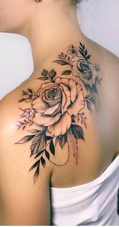 As 130 Melhores Tatuagens no ombro femininas da internet. Back Of Shoulder Tattoo, Shoulder Tattoos For Women, Flower Tattoo Shoulder, Sleeve Tattoos For Women, Pretty Tattoos, Sexy Tattoos, Cute Tattoos, Beautiful Tattoos, Body Art Tattoos