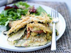 Zucchiniauflauf mit Blattsalat | Zeit: 1 Std. | http://eatsmarter.de/rezepte/zucchiniauflauf-mit-blattsalat