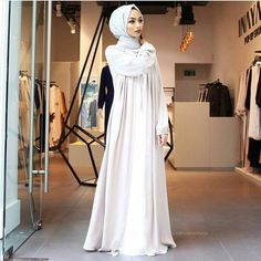 """hijabistyle4: """"Elegant in white #hijabistyle from @thebeautyofmodesty - @sabinahannan #thebeautyofmodesty #hijablookbook #hijabfashion #hijaboutfit #hijab """""""