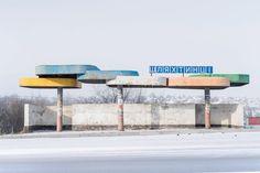 Fotógrafo cria série com antigos pontos de ônibus soviéticos