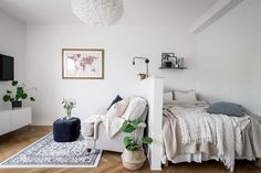 small apartment decorating 234890936802235754 - The Best Small Studio Apartment Decor Ideas To Be More Effective Source by injall Studio Apartment Divider, Studio Apartment Living, Tiny Studio Apartments, One Room Apartment, Studio Apartment Layout, Small Apartment Interior, Studio Apartment Decorating, Apartment Ideas, Studio Living