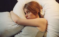 Looking for natural insomnia cures? The problem of insomnia plagues many people. These will not only help you sleep, but nourish your Insomnia Help, Insomnia Remedies, Natural Sleep Remedies, Natural Sleep Aids, Natural Cures, Home Remedies, Herbal Remedies, Health Remedies, Leiden