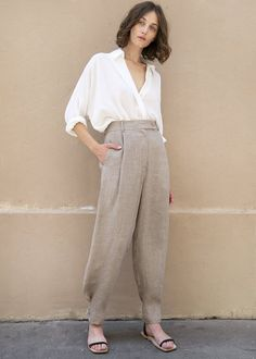 Button Cuff Trousers in Light Taupe Mini Houndstooth – The Frankie Shop, 100 Stanton St. Look Fashion, Fashion Outfits, Womens Fashion, Curvy Fashion, Fall Fashion, Fashion Tips, Fashion Trends, Office Looks, Minimalist Fashion