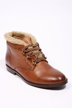 Tan Fur-Lined Lace-Up Boots - gimme gimme gimme!!