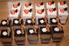 Semifreda a kelímky Minion, Desserts, Food, Tailgate Desserts, Deserts, Essen, Minions, Postres, Meals