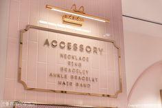 인테리어가 하고 플 땐, 인플 Store Signage, Shop Facade, Boutique Interior Design, Beauty Salon Interior, Aesthetic Rooms, Salon Design, Commercial Design, Beauty Room, Store Design