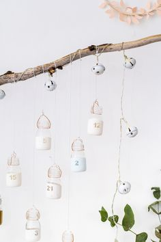 These gorgeous DIY reusable advent calendars will help you have a stylish and more eco-friendly Christmas! Who know that a homemade advent calendar could be so awesome? Reusable Advent Calendar, Make An Advent Calendar, Homemade Advent Calendars, Diy Calendar, Christmas Activities, Christmas Projects, Christmas Diy, Christmas Tables, Nordic Christmas