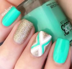 45 Chevron Nail Art Ideas This wonderful Chevron nail design is both classy and fun. The gold glitter nail polish is used as the base so it would be easy to make the outer ends fill with the color. Chevron Nail Designs, Chevron Nail Art, Cute Nail Designs, Mint Chevron Nails, Mint Green Nails, Aqua Nails, Green Aqua, Gold Chevron, Awesome Designs