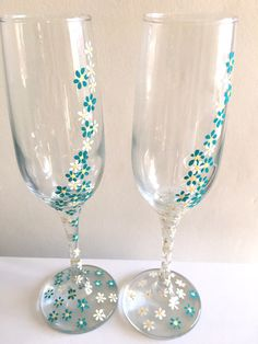 Turquoise, rustic, champagne flutes, daisies, white, boho, hand painted, wedding toast, wedding gift, bride and groom, mr and mrs, summer by DragonflyArtDesign1 on Etsy
