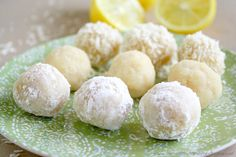 These Gluten-Free Vegan No-Bake Lemon Meltaway Balls are an easy and healthy recipe made with only 8 clean, real food ingredients. They're the perfect plant-based dessert or snack that can be prepared in under 10 minutes! Paleo Dessert, Healthy Desserts, Raw Food Recipes, Cooking Recipes, Cooking Tips, Vegan Cru, Roh Vegan, Desserts Crus, Raw Desserts