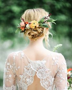 bright happy blooms make the perfect accessory for a tousled wedding updo don't ya think? From our cobalt orange midcentury wedding inspiration at ruffledblog.com! photo @kayla.snell hair @kristidrake . #ruffledblog #weddinghair #longhairstyles #thickhair #weddingstyle #weddinglook #beauty #weddingupdo #bride #bridalstyle #bridallook #messybun #looseupdo #hairaccessories