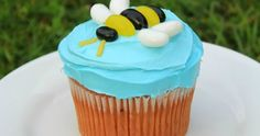Love That Party - Birthday Invitations and Party Decorations: Super Simple Birthday Cakes - Bee Cupcake