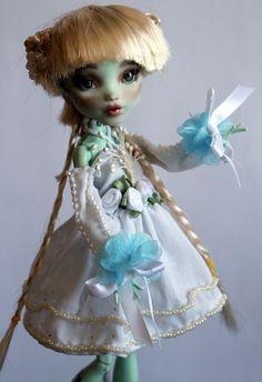 https://flic.kr/p/VqEmED | Blanca - custom OOAK Monster High Doll repaint | www.etsy.com/uk/listing/520825516/blanca-custom-ooak-mons...