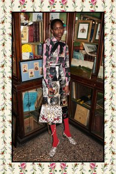 Introducing the Gucci Pre-Fall 2017 Bag Collection. Gucci features new styles for their iconic b. Gucci Pre Fall 2017, Gucci 2017, Gucci Gucci, Gucci Fashion, Fashion 2017, Fashion Show, High Fashion, Fashion Brand, Fashion Models