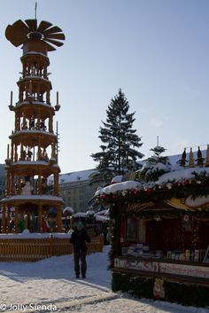 Dresden Christmas Market and Snow! Photo credit Jolly Sienda Photography.