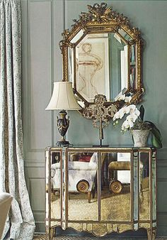 Eye For Design: Decorating With Mirrored Furniture Beautiful Mirrors, Beautiful Homes, Sweet Home, Mirrored Furniture, 1920s Furniture, Furniture Styles, Furniture Decor, Chinoiserie, Console Table