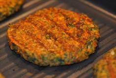 Obrázek z Recept - Čočkové burgery (Scott Jurek) - vegan Burger Recipes, Veggie Recipes, Healthy Recipes, Scott Jurek, Lentil Burgers, Dried Lentils, Thing 1, Main Meals, Food Dishes