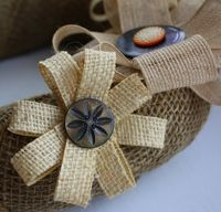 make a burlap wrapped wreath with handmade burlap flowers Burlap Lace, Burlap Flowers, Diy Flowers, Burlap Wreath, Fabric Flowers, Paper Flowers, Burlap Ribbon, Hessian, Burlap Projects
