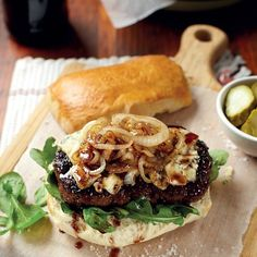 Springbok-en-pinotageburgers Venison Recipes, Soup Recipes, South African Recipes, Ethnic Recipes, My Favorite Food, Favorite Recipes, Bean Cakes, Rice Ingredients, Dutch Oven Recipes